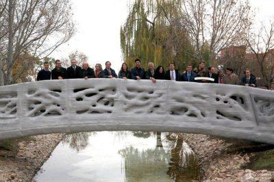 Foi inaugarado em Madrid a primeira ponte pedrestre fetia numa impresssora 3D Foi inaugarado em Madrid a primeira ponte pedrestre fetia numa impresssora 3D Puente 3D 009 1024x682 400x266