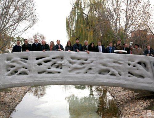 Foi inaugarado em Madrid a primeira ponte pedrestre fetia numa impresssora 3D